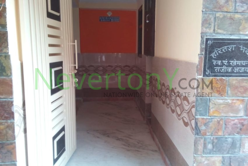 2-room-set-in-dwarka-sec-24-for-rent-nis1-00-037 (3)